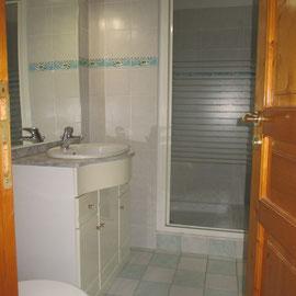 Salle de douches privative de la chambre deux
