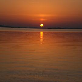... erleben Sie feurige oder dezente Sonnenuntergänge und romantische Stimmungen am See immer wieder neu.