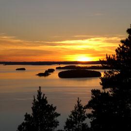 Lassen Sie die Seele baumeln und genießen Sie zu zweit traumhafte Sonnenuntergänge auf dem See.