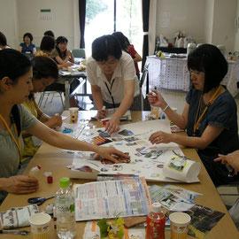 2009年7月15日(開発日)栃木県宇都宮市 宇都宮市民大学 40名の受講生が5人ずつ8グループに分かれ、グループで作品を作りました。