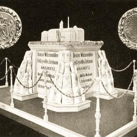 Die Jubiläumsausstellung 1909 zeigt das Modell der Deutzer Walzenmühlen Leysieffer & Lietzmann.