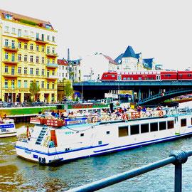 Spreebrücke Sehenswürdigkeiten Hauptstadt Deutschland Berlin
