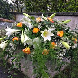 Sargbouquet mit Lilien