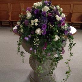 Taufsteingesteck in lila