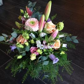 Blumenstrauss mit Lilien in pastell