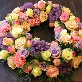 Trauerkranz in rosa/lila