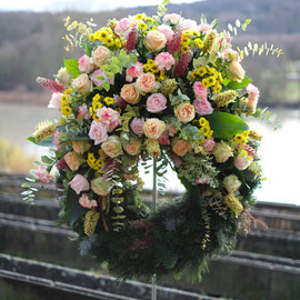 Trauerkranz mit Bouquet in pastell