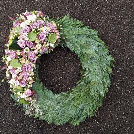 Trauerkranz mit Bouquet asymmetrisch