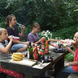 gemeinsam Essen, nach schnippeln und grillen