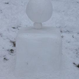 KugelKugelWürfel aus Schnee