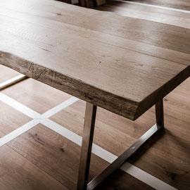 Tisch aus Dielenmaterial Eiche