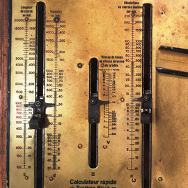 Calculateur rapide, pour détermine la durée de l'enlèvement des copeau dans les machines outils (Calculadora rápida, para determinar la duración de la eliminación de virutas en máquinas herramientas). Breveté