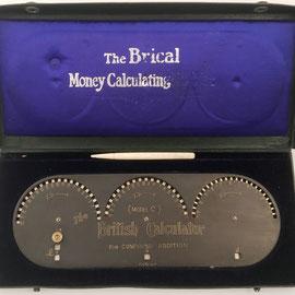 Sumadora para moneda británica THE BRITISH CALCULATOR (THE BRICAL), en su caja