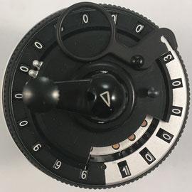 El modelo I tiene una capacidad de 8x11x6 dígitos: 8 deslizadores, 11 ventanas para el resultado, 6 ventanas para contar giros
