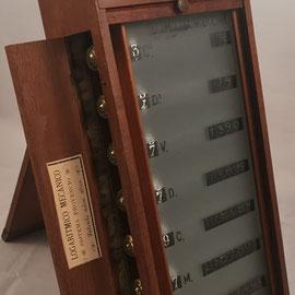 Patentado por de D. Victoriano Provencio Román en 1900, patente nº 26.101, con mecanismo reclinable-basculante