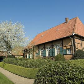 Das Gesindehaus auf dem historischen Stiftsgelände