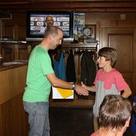 Ralph gratuliert Thierry zu seinem Sieg