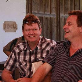 Zufriedene Gesichter, Martin Häsler und Werner Siegenthaler, schiessen gut, aber Ihr Nachwuchs Christoph und Sven geben noch etwas mehr Gas...