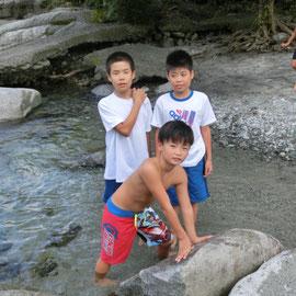中川で水遊び!