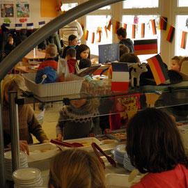 Le Comité de jumelage dans les cantines des écoles de Bétheny.