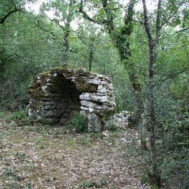 une Gariotte sur la colline de mortiers dans le Lot , Tarn et Garonne, dans le Quercy, demandez à la voir durant votre séjour dans nos gites