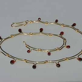 Collier mit Granatpampeln, 750/-Gelbgold