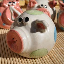 "Salzstreuer Glücksschwein ""Miss Piggy"" Artikel - Nr. 2404/ 14,- €"