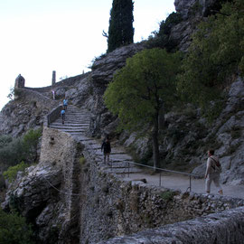 Bild: Der Weg als Kreuzweg zur Chapelle Notre-Dame-de-Beauvoir