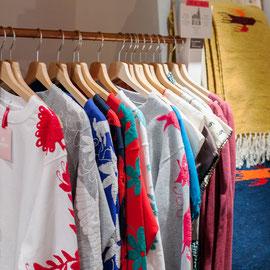 traditionelle-mexikanische-kleider-bestickte-blusen