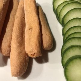 Mini-Baguettes von Proweightless for die Ketose mit Gurkenscheiben