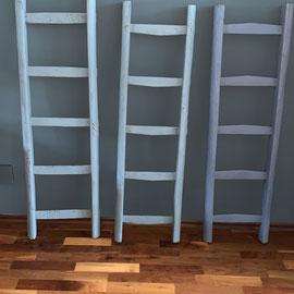 Coole alte Leitern in verschiedenen Blautönen, ca. 120 hoch und 34 breit *50€