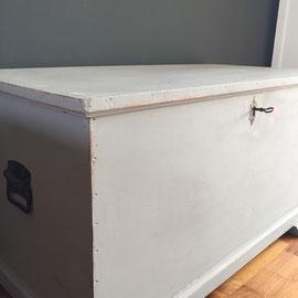 Truhe, Farbton Grau, 120 breit, 60 tief, 64 hoch *275€