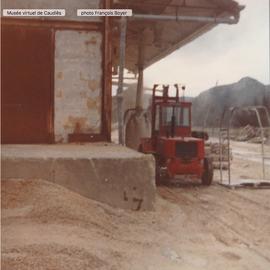 22/01/1981 Amas de Kaolin en poudreux abords de l'usine.