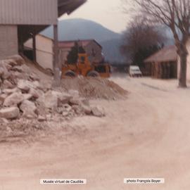 19/02/1981 Dépôt de kaolin en plein air aux abords de l'usine.