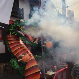 龍の口から吹き上がる白煙が場を盛り上げます