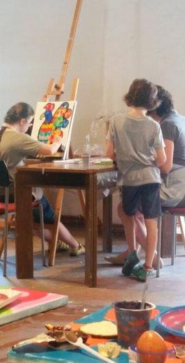 Atelier-Malen-kreativ-sein-Klosterkunstkurse-Urlaub-im-Kloster-Kloster-Neustift-Suedtirol-Italien-Vahrn-Marion-Haas-Kunstobjekte-Collagen-Malereien-Acrylfarbe-Oelfarbe-Aquarellfarben-Im-Duo-Kreativ-Kindermalkurse-Erwachsenenmalkurse-Fortgeschrittene-