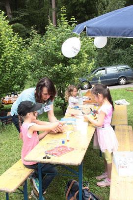 Bastelstand für die Kinder - betreut von Astrid Becker (G. Franke)