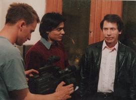 1993: Thomson (au centre) sur le tournage de NIGHT OF VAMPYRMANIA, avec J.P.Putters le fondateur de Mad Movies (à droite avec les dents de vampire!).