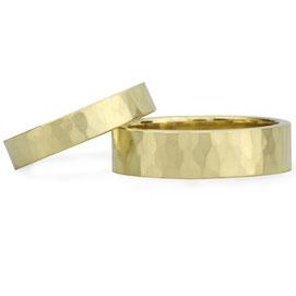 Geschmiedete Trauringe, Ehering, handgeschmiedet, Goldringe, Hochzeitsringe  Gold, St. Ingbert