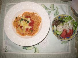 トマトソースを使って パスタ