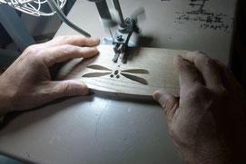 トンボの切り抜き作業