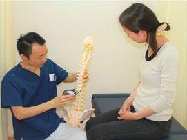 京都の整骨院畠鍼灸院整骨院 働く女性