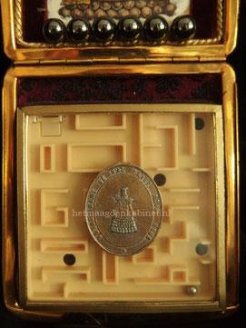 Assemblage O.L.V. van Halle www.hetmaagdenkabinet.nl