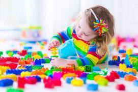 Een kind leert door te spelen. Dat doen we dus ook veel.