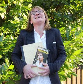 Ich bin Veronika Caspers, und Englisch ist meine Leidenschaft seit meiner ersten Englischstunde in der Schule.