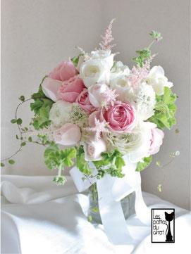 バラのクラッチブーケ ホワイト&ピンク