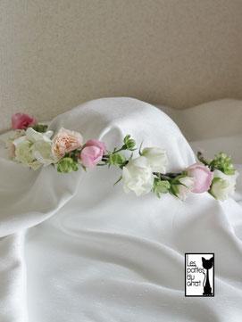 パステルカラーのバラの花冠