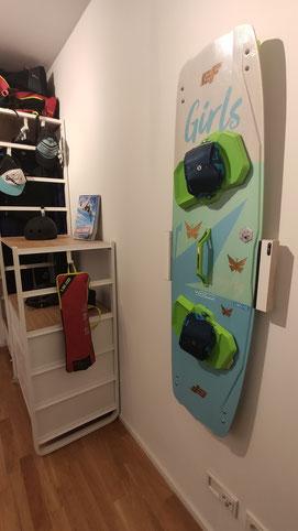 Wandhalterung Wandmontage Kiteboard Girls  horizontal vertikal Halterung wall mount LED Beleuchtung beleuchtet