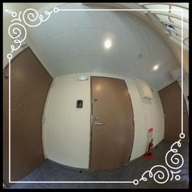 玄関①共用部↓360°画像によるバーチャル内覧はこちら。↓グレースガーデンN30-202号室