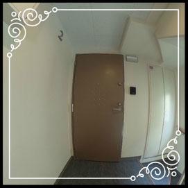 玄関①共用側↓360°画像によるバーチャル内覧はこちら。↓グレースガーデンN30-203号室